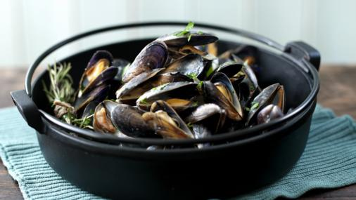 Mussels With Cream, Garlic & Parsley – by Rick Stein